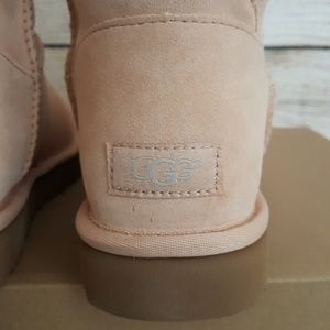 19252d117e7 New UGG Blush Short Turnlock Booties NWT